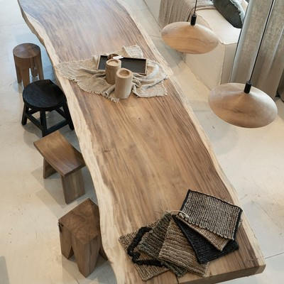 Special corners of our Dareels Store in Palafrugell. Take a walk around la Costa Brava and come to see our recycled teak furniture and the most natural textiles! We are open EVERY DAY OF THE WEEK.  🌊  Rincones especiales de nuestra Dareels Store en Palafrugell. Date un paseo por la Costa Brava y ven a visitar nuestros muebles de teca reciclada y los textiles más naturales! ABIERTO CADA DÍA DE LA SEMANA.  #dareels #palafrugell #dareelsdesign #reclaimedteak #sustainablefurniture #furniture #naturalhomes #decowithsoul #homedesing #slowdesing