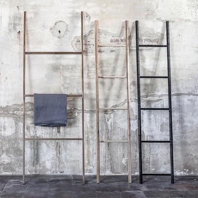 We love this hangers. They are versatile, minimalist, elegant and above all made of  untreated solid reclaimed teak. Take a look at them on our website - link in bio!  Nos encantan estos colgadores. Son versátiles, minimalistas, elegantes y, sobre todo, hechos con teca reciclada. Échales un vistazo en nuestra web - ¡link en la bio!  #dareels #dareelsdesign #reclaimedteak #sustainablefurniture #furniture #naturalhomes #decowithsoul #homedesing #slowdesing