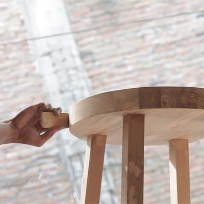 Craftmanship - Taking care of reclaimed teak to give it shape and preserve all its natural properties.  ✨  Artesanía - Cuidando la teca recuperada para darle forma preservando sus propiedades naturales.  #dareels #dareelsdesign #reclaimedteak #sustainablefurniture #sustainability #naturalhomes  #decowithsoul #homedesing